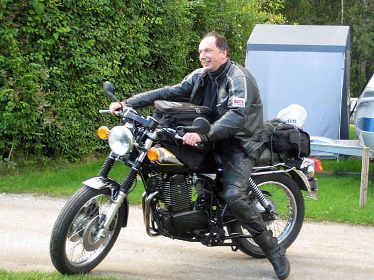 Pascal (B) on the reborn Matchless G80, last seen 1999 with Ton.