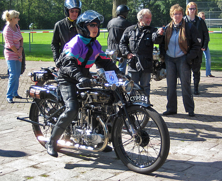 Rallye for pre-war motorcycles - also for distinguished ladies.
