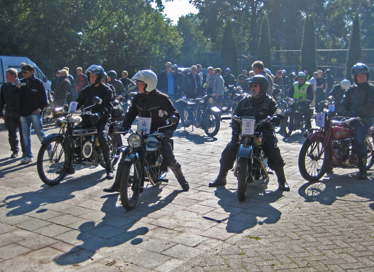 100 pre-war motorcycles take part in the rallye.
